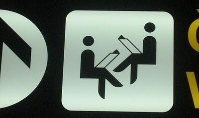 20110605223303-gente-leyendo-aeropuerto