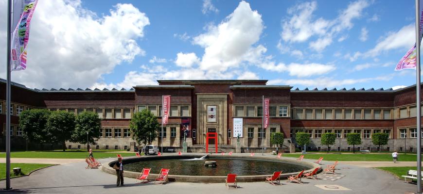 Museum Kunstpalast - Haupteingang im Westfluegel