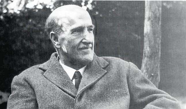 vicente-aleixandre-1898-1984-gran-protector-obra-hernandiana-derecha-miguel-hernandez-poeta-muy-popular-vida-cuya-figura-crecio-por-destino-tragico-1434739768190