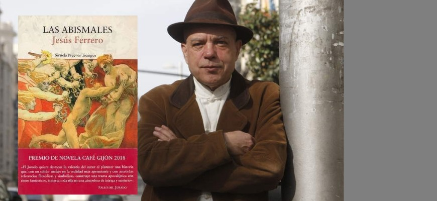 """CUL34. MADRID, 08/03/2012.- Años locos, sexo, pop y rock en el """"Swinging London"""" de los años sesenta y en el Nueva York de los noventa es el trasfondo de la nueva novela de Jesús Ferrero, """"El hijo de Brian Jones"""", una ópera lírica y trágica de seres mitad ángeles mitad demonios cuyo protagonista es uno de los hijos ilegítimos del guitarrista de los Rolling Stones Brian Jones. La novela, que ahora edita Alianza, le ha valido a este autor zamorano, que hoy ha posado para los gráficos, el XIII premio Fernando Quiñones. EFE/Fernando Alvarado."""